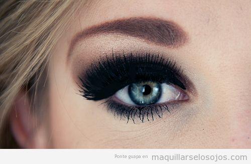 Ojos azules maquillarse los ojos todo sobre el for Como pintarse los ojos de negro