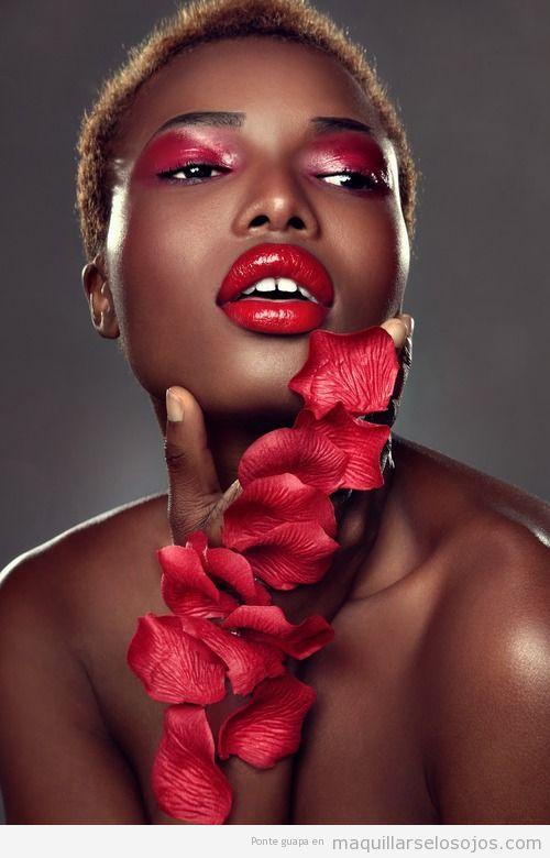 Maquillaje de ojos rosa, efecto agua. para pieles oscuras y negras