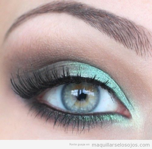Idea para maquillar y pintar ojos de color verde gris