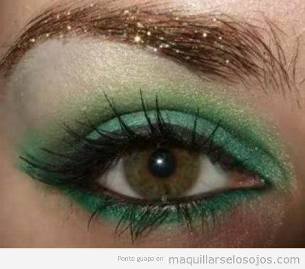 Maquillaje de ojos en verde para ojos marrones, verde oliva y miel