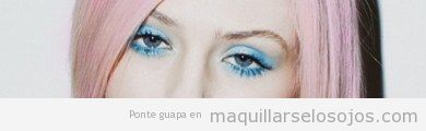 Maquillaje de ojo en tonos azules