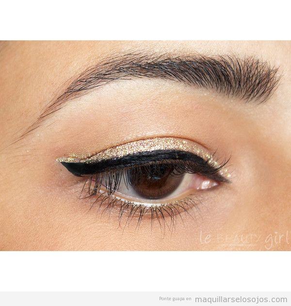 Maquillaje de ojos en dorado y negro para fiestas