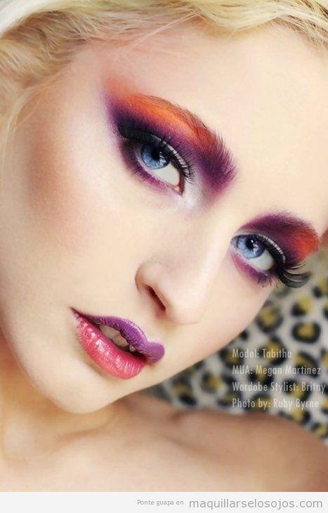 Maquillaje de ojos en tonos naranja y morado