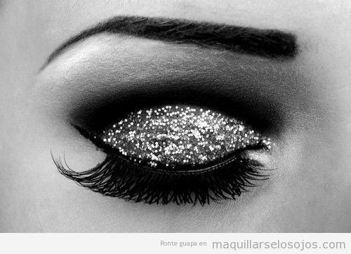 Maquillaje de ojos de fiesta con purpurina