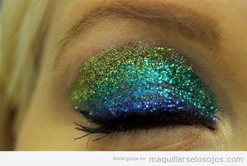 Maquillaje de ojos fantasía, estilo Sirena, con purpurina de colores