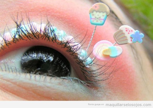 Maquillaje de ojos con pestañas de fantasía cupcake