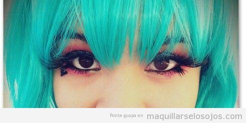Maquillaje de ojos estilo j-pop o pop japonés