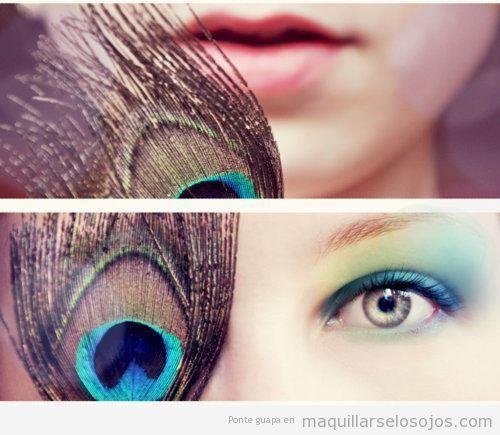 Maquillaje ojos colores de pavo real