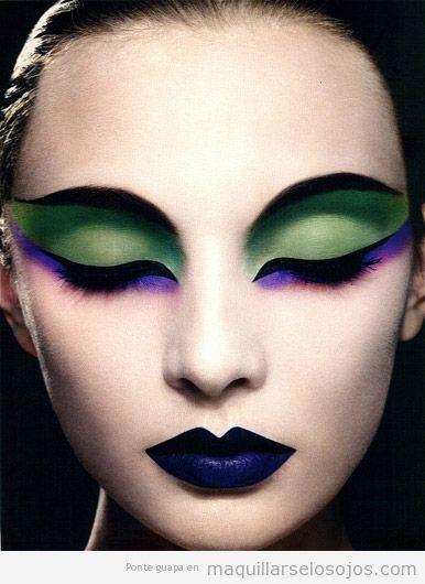 Maquillaje de ojos y labios en tonos verde y morado
