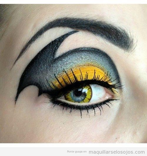 Maquillaje de ojos Batgirl, la chica de Batman