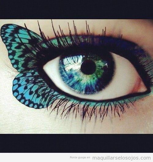 Maquillaje de ojos con alas de mariposa dibujadas