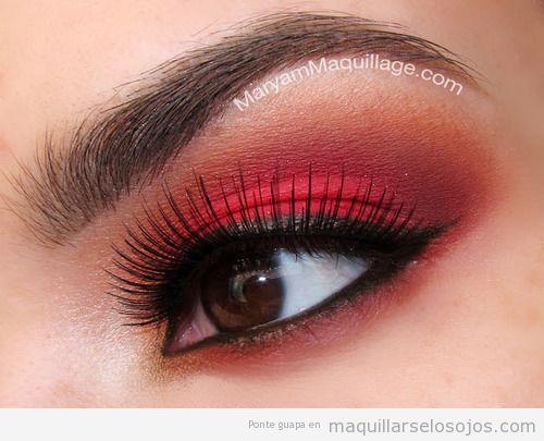 Maquillaje de ojos en tonos rojos, para demonias y diablesas