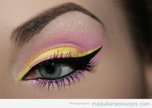 Maquillaje de ojos con sombra en amarillo y  rosa