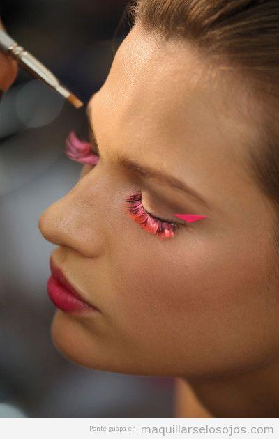 Pestañas postizas color rosa, maquillaje fantasía