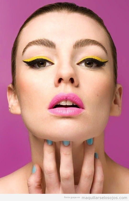 Perfilador de ojos en amarillo y negro
