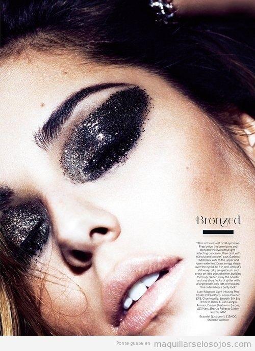 Maquillaje de ojo con purpurina negra