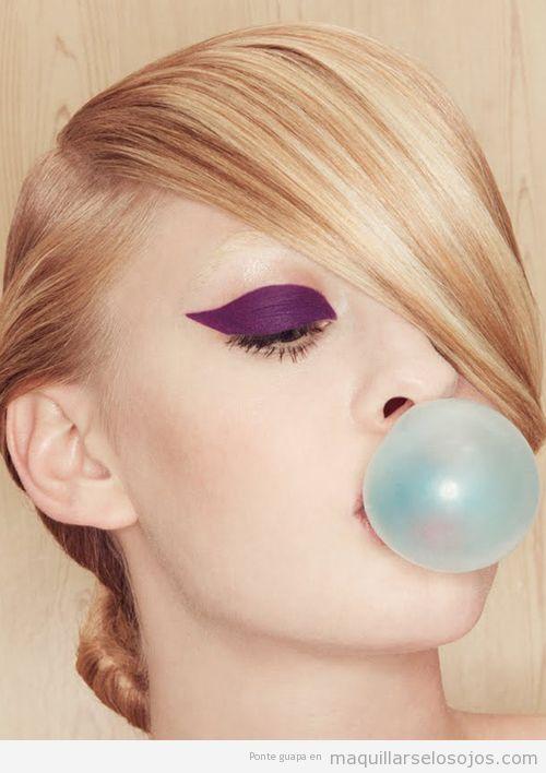 Maquillaje de ojos con sombra lila opaca