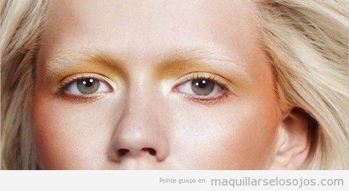 Maquillaje de ojos efecto sol, naranja y dorado