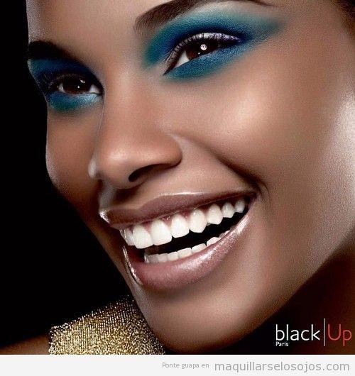 Maquillaje de ojos en verde y azul turquesa para pieles oscuras