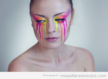 Maquillaje de ojos fantasía, lágrimas color neón