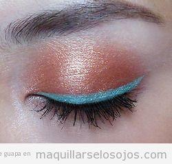 Maquillaje para primavera verano 2013, sombra coral y eyeliner azul