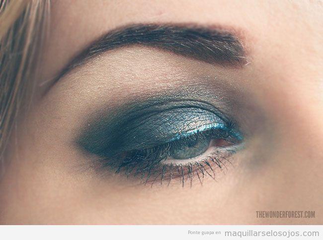 Maquillaje de ojos en azul ahumado, verano 2013