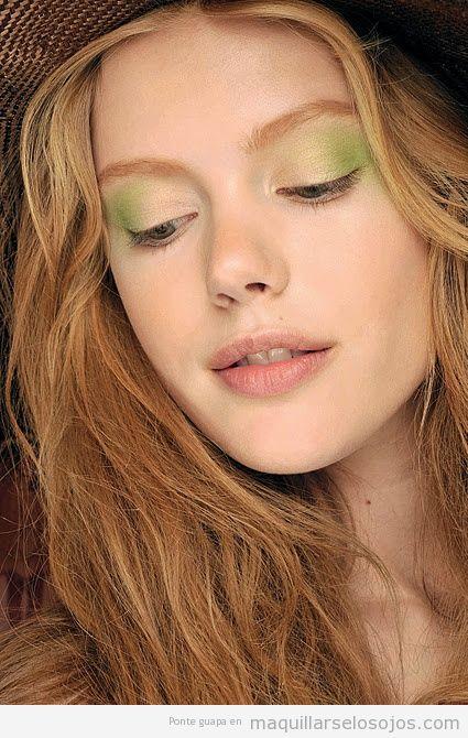 Maquillaje de ojos para chicas rubias en tonos verdes