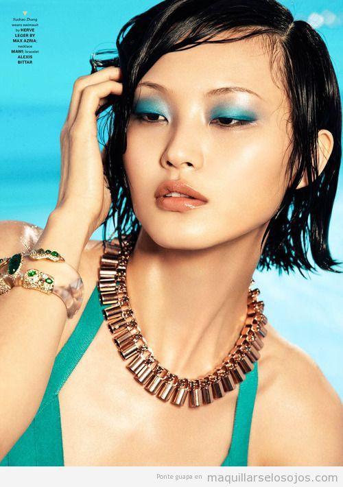 Maquillaje de ojos con sombra verde turquesa para verano