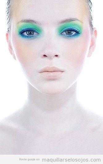 Maquillaje de ojos para verano, color verde y azul