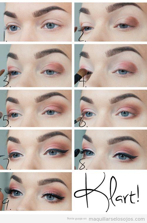 Tutorial paso a paso, maquillaje de ojos con sombras en tono coral y eyeliner azul oscuro