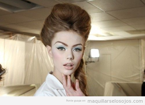 Maquillaje ojos estilo pop, años 60