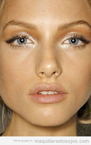Maquillaje de pjos con sombra gloss para verano
