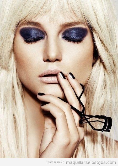 Maquillaje con sombra de ojos morado