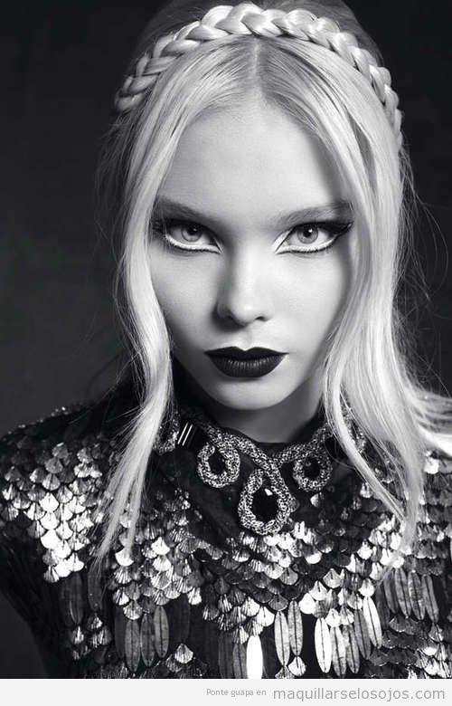 Maquillaje de ojos con perfilado en blanco y negro
