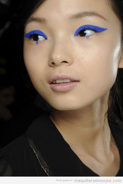 Maquillaje ojos original azul eléctrico