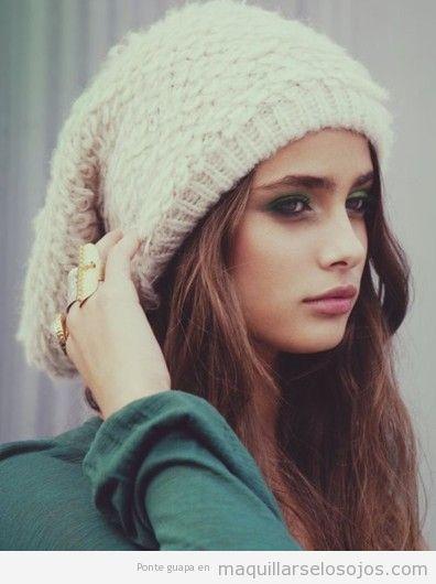 Maquillaje de otoño en tonos verdes