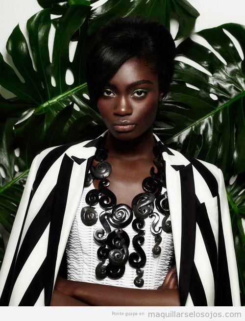 Maquillaje de ojos en tonos verdes para pieles oscuras o mujeres de raza negra