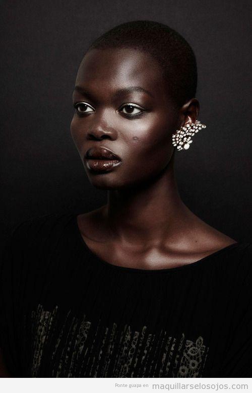 Maquillaje de ojos e tonos dorados para mujeres de raza negra