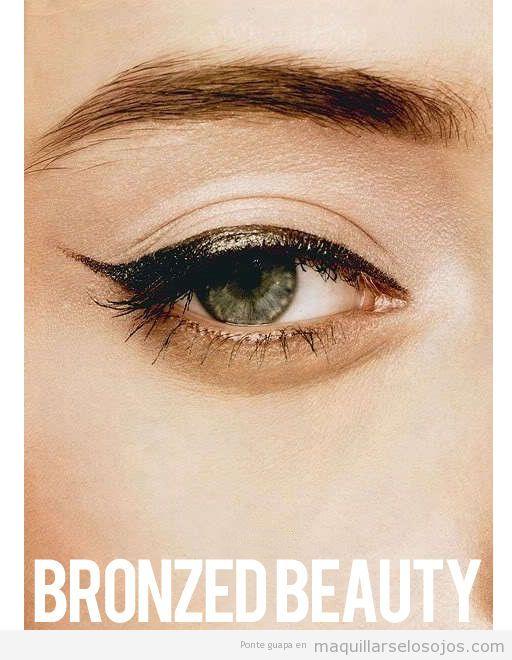 Línea del ojo en negro y dorado, maquillaje para navidad y nochevieja