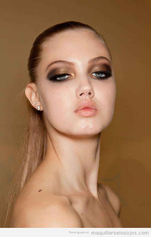 Maquillaje de ojos en dorado y negro para fiestas, Navidad y Nochevieja