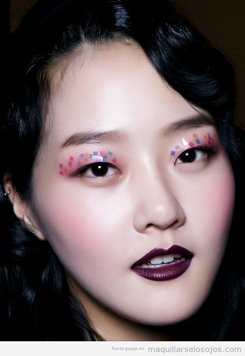 Maquillaje de ojos original, estilo collage, de la modelo Hyoni Kang