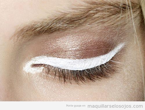 Ideas maquillaje ojos, sombra marrón y eyeliner blanco