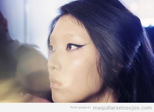 Maquillaje ojos original, modelo Cushnie et Ochs, otoño invierno 2014