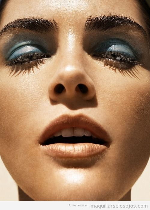 Maquillaje de ojos en azul, Hilary Rhoda by Nico for Madame Figaro