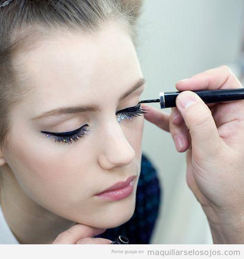Maquillaje ojos eyeliner negro y purpurina, Haute Couture Chanel '14