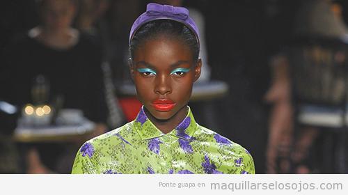 Maquillaje ojos verano para pieles morenas y de raza negra, color turquesa