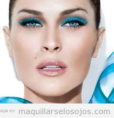 Maquillaje de ojos en tonos azules 3