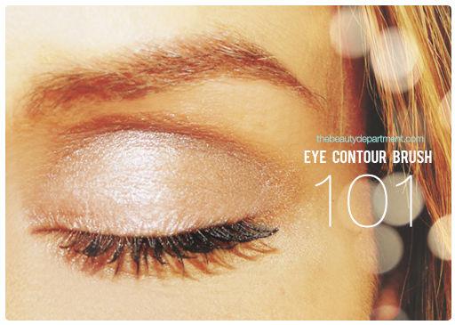 Tutorial para maquillarse los ojos en tonos crema y marrón ahumado