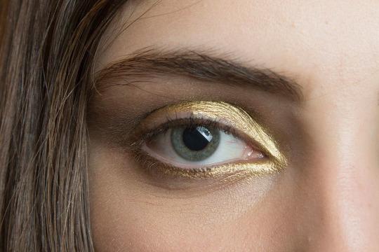 Maquillaje otoño 2015 tono dorado. Reem Acra