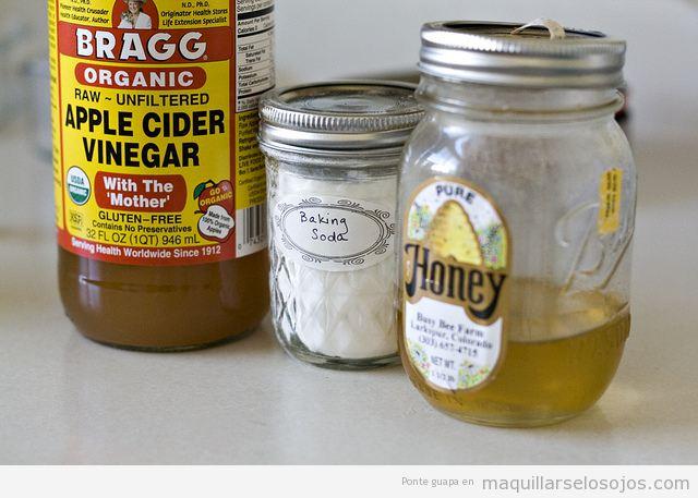 Bicarbonato y miel, truco para desmaquillarse